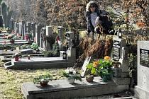 Urny patří na hřbitov, píše spisovatel Jiří Urban z Děčína v prvotině.