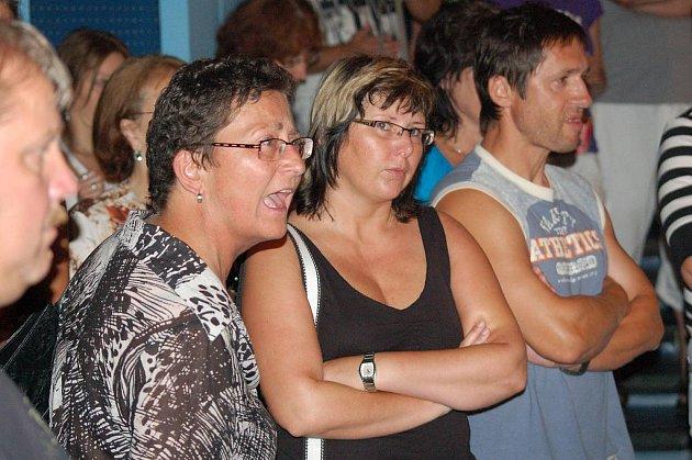 Shromáždění v kině Panorama ve Varnsdorfu.