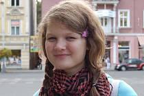 Kateřina Přibylová, 13 let:  Já ze všeho nejraději mám pizzu. Když jdeme do běžné restaurace, tak si objednávám většinou řízek a hranolky. A samozřejmě mi  docela chutná i jiné maso. Ale není nad pořádnou  pizzu, v ní bych se ujedla.