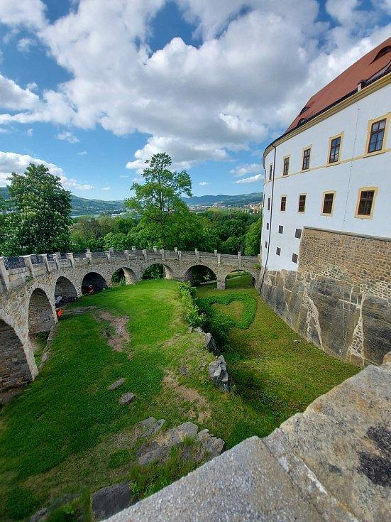 Co je nového na zámku v Děčíně, procházka zahradami