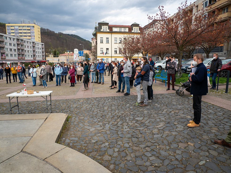 V Děčíně lidé opět protestovali proti chování premiéra a prezidenta.