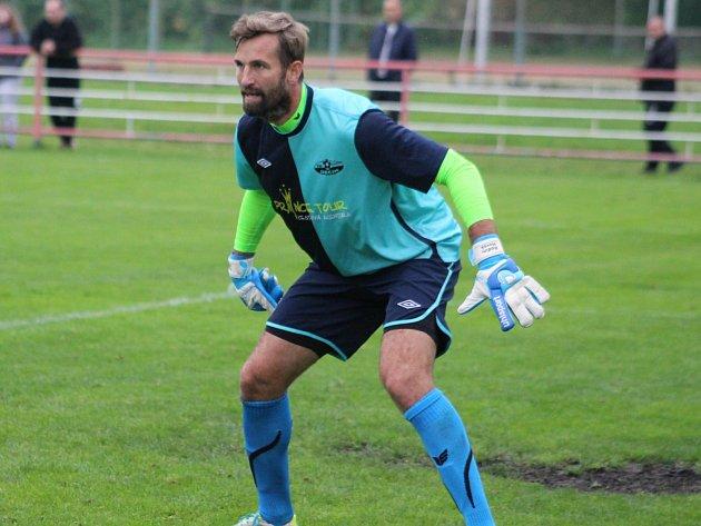 DĚČÍNSKÝ brankář Radim Novák pomohl Junioru při penaltách.