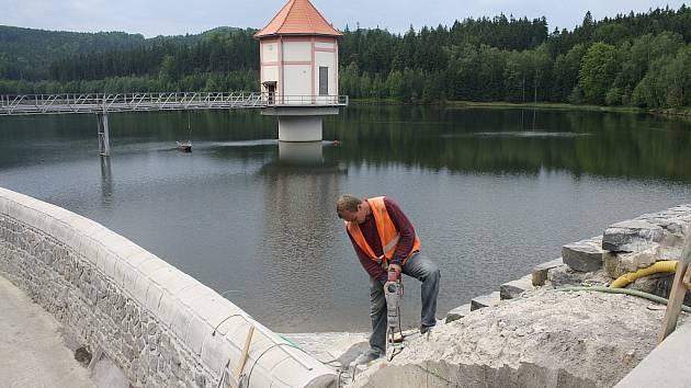 Vodní dílo Chřibská se začalo stavět v roce 1912. Před třemi lety slavilo sto let