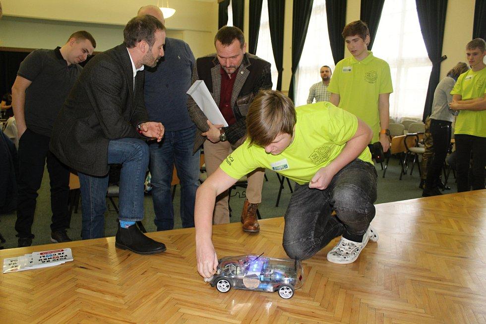 Strojírenské firmy se snaží nalákat děti na technické obory.