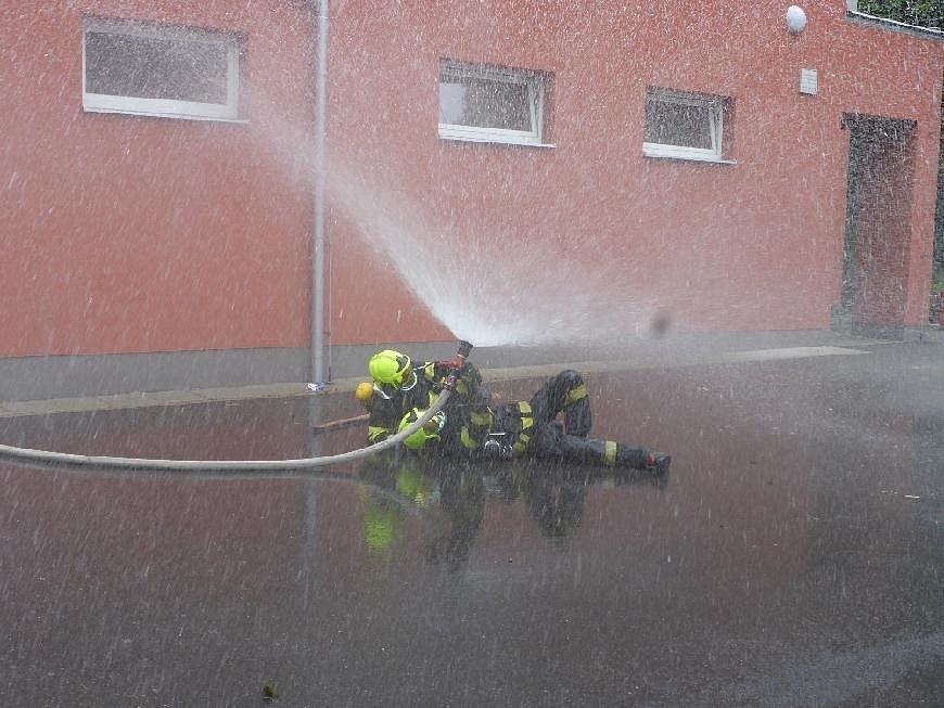 Cvičení hasičů v Jílovém.