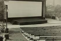 Spadla z Měsíce zahájila před 50 lety provoz letního kina.