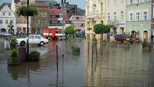 Velká voda se v sobotu prohnala i Českou Kamenicí