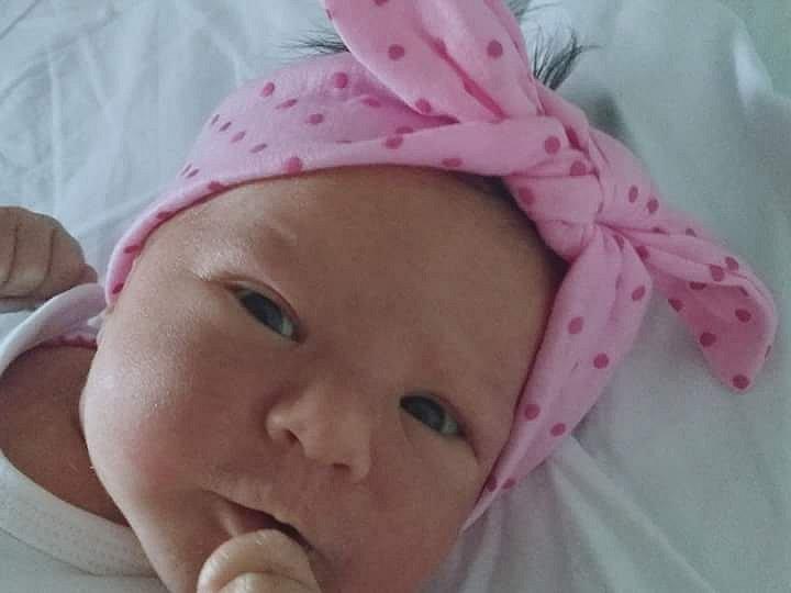 Amálie Dzurková se narodila Pavlíně Peremské v děčínské porodnici 29. dubna v 01.00. Vážila 3,3 kg a měřila 49 cm v 1:00 hod.