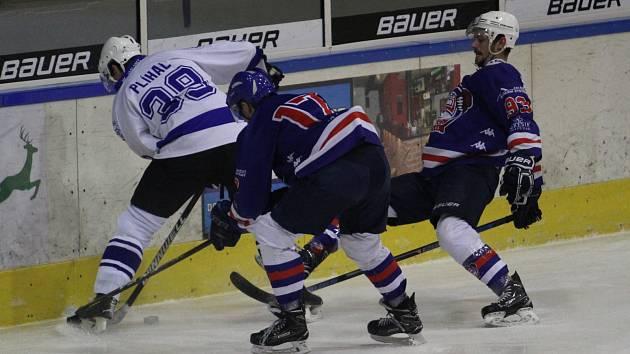 ANI ŠEST BRANEK nestačilo děčínským hokejistům k tomu, aby v Jablonci vyhráli. Nakonec brali jeden bod.