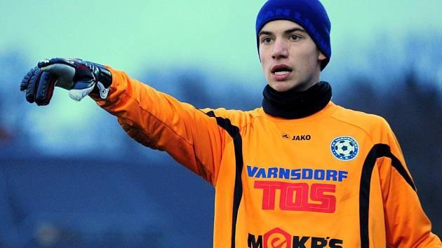 MLADÍCI PROHRÁLI. Varnsdorf U 19 (v modrém) prohrál 2:6 s FK Doksy.