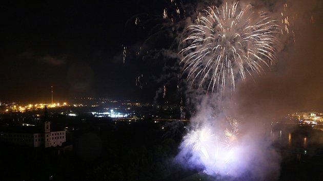 Městské slavnosti vDěčíně 2017, ohňostroj.