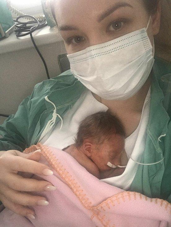 Victoria Jonová  se narodila Petře Honzátkové z Jiříkova 30. prosince 2020. Měřila 40 cm a vážila 1,37 kg.