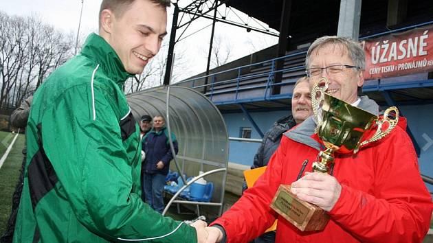 BUDOU OPĚT SLAVIT? V roce 2016 se radoval z vítězství v turnaji O pohár města Děčína několikanásobný vítěz z Vilémova. Ten netratil ani bod a v pěti zápasech nastřílel 35 branek.