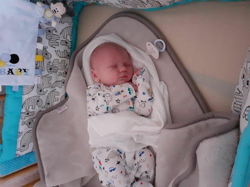 Rodičům Stanislavě Novákové a Michalu Machovi z České Kamenice se ve středu 9. prosince ve 22:45 narodil syn Michal Mach. Měřil 50 cm a vážil 3,60 kg.