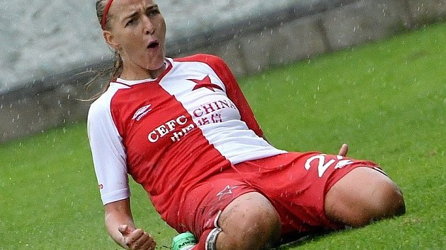 TEREZA KOŽÁROVÁ začínala fotbalem v Březinách. Teď válí za Slavii.