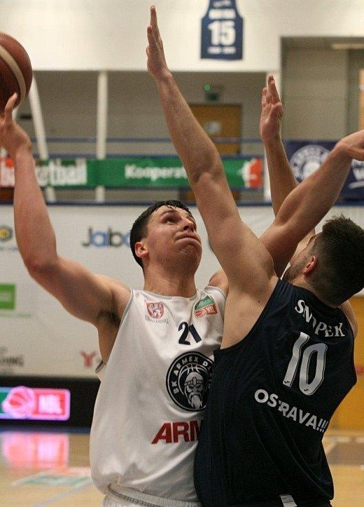 Martin Mach při domácím utkání, kdy Děčín porazil Ostravu.