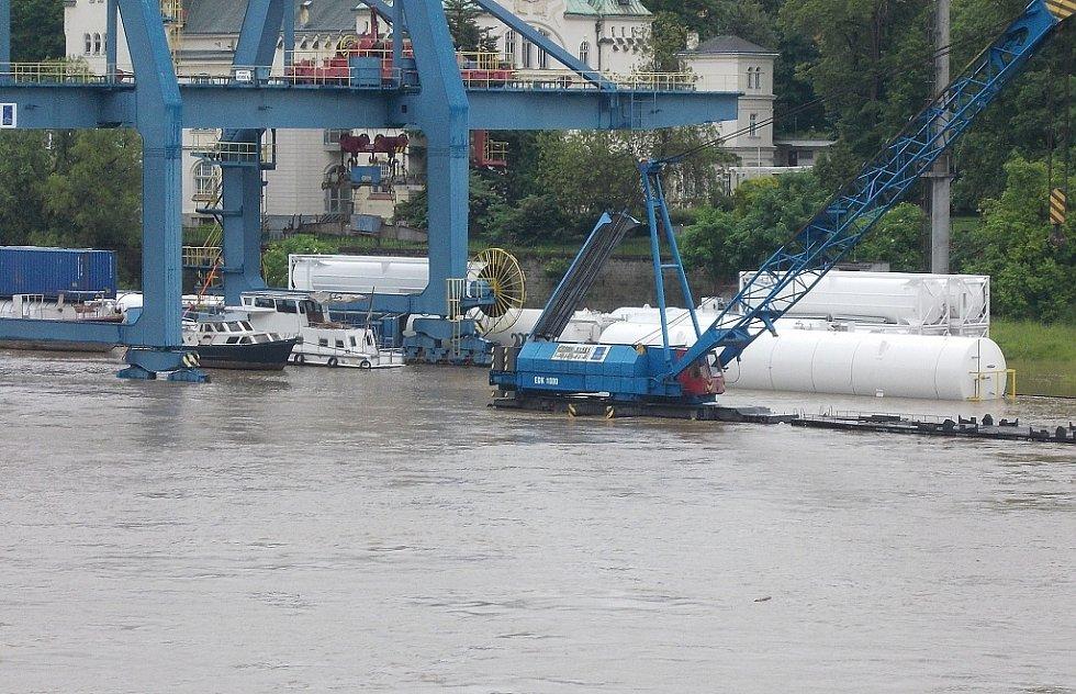 Povodně, pohled ze Žlebu, 4.6. 2013