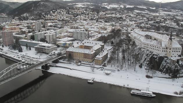 Město Děčín pod sněhem.