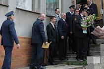 Hasiči z Horních Habartic si ve středu 14. dubna jeli pro Zlaté kříže.