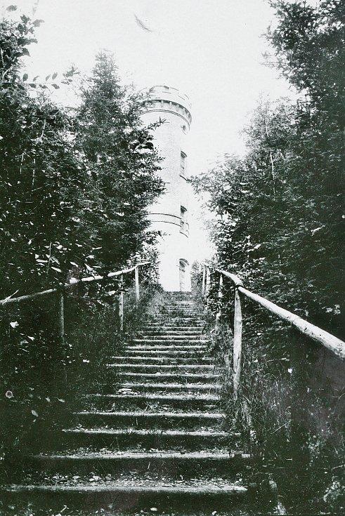 Letos slaví 120. výročí svého vzniku rozhledna na Dymníku, tak zvaná Augustova věž.