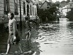 Povodně. Potrápit dokázala říčka Křinice, jako na snímku z Krásného Buku z 30. července 1932.