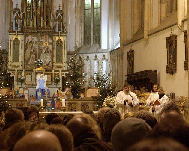 Půlnoční mše v kostele Nanebevzetí Panny Marie.
