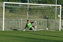 POHODA. Fotbalisté Jílového (v modrém) doma porazili 3:0 Srbice.