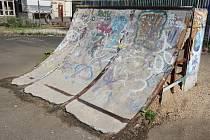 Skatepark je sice uklizený, ale místní vybavení je zastaralé a zrezivělé.