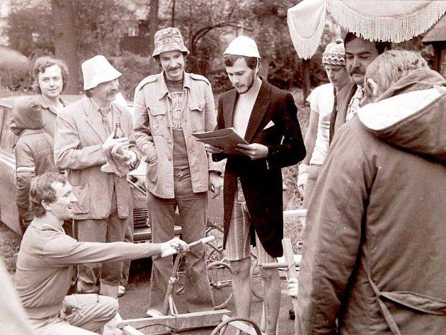 O zábavu se v Doubici již desítky let stará Spolek přátel Doubice. Například v roce 1980 uspořádal velký závod na koloběžkách.