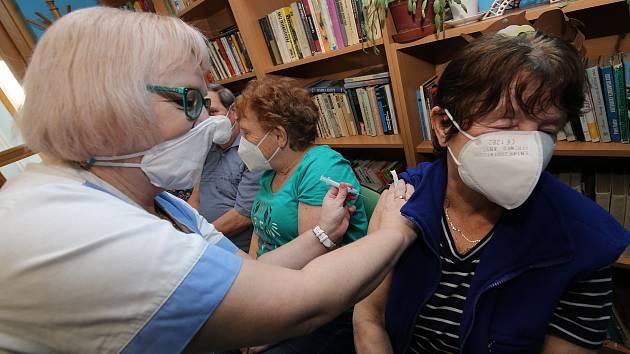 Očkování v Krásné Lípě.