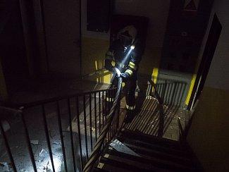 Ve Šluknově hořel na sídlišti panelák.
