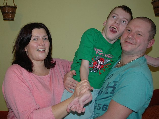 S RODIČI. Petr trpí dětskou obrnou a epilepsií.