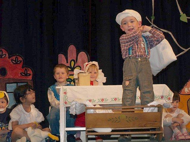 Den dětí oslavily děti z Mateřské školy Motýlek v Krásné Lípě spolu se svými maminkami zcela netradičně.