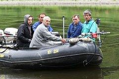 Magnetoskopem hledají potopený tank