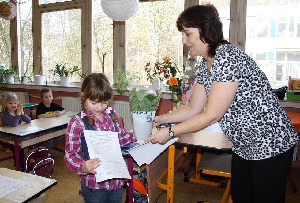 Své vůbec první vysvědčení v životě dostaly ve čtvrtek 31. ledna 2013  děti z první třídy Základní školy Vojanova v Děčíně.