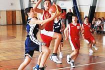 V utkání s Plzní, ze kterého je náš snímek, sice děčínští mladíci prohráli, z kvalifikace ale i tak přímo postoupili do první ligy.