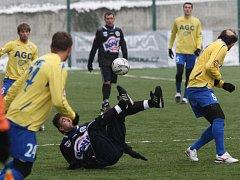 Poslední hrací den Tipsport ligy se na umělé trávě v Děčíně hrály duely Teplice versus Kladno a ústí n. L. versus Most.