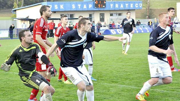 PROBOŠTOVSKÝ BRANKÁŘ Račuk (vlevo) byl hlavní překážkou pro celý tým Vilémova.