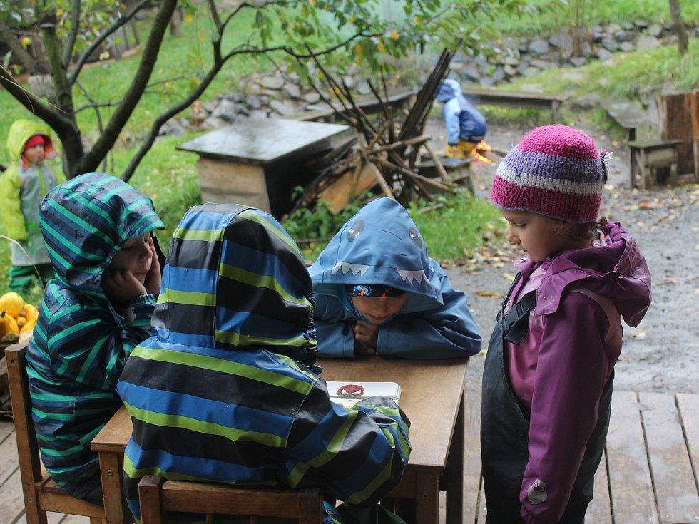 V Děčíně se lesní školka nachází v Nebočadech.