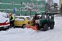 Úklid sněhu v Krásné Lípě.