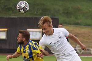 Fotbalisté Varnsdorfu (žlutá) doma porazili Liberec B 2:1.