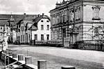 Prostranství s křížkem v centru Lipové.