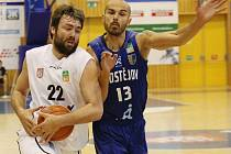 JIŘÍ JELÍNEK (vlevo) byl nejlepším střelcem prvního zápasu.