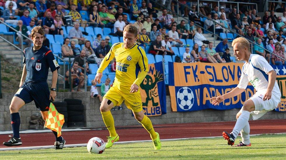 BODY SE DĚLILY. Varnsdorf (ve žlutém) doma remizoval v derby s Ústím 2:2.