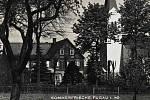 Historická pohlednice hostince Rosches ve Fukově.