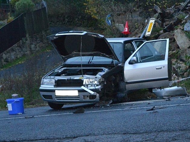 Ranní nehoda komplikovala provoz na silnici 1/13 v Martiněvsi na Děčínsku.