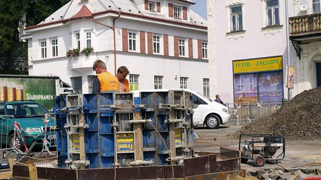 Rekonstrukce krásnolipského náměstí je ve třetině