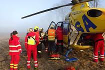 U dopravní nehody na Valdeku zasahoval vrtulník.