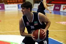 Filip Sertič při zápase Děčína proti Nymburku.