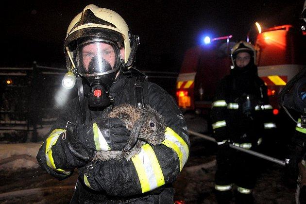 Požár střechy domu v Krásné Lípě